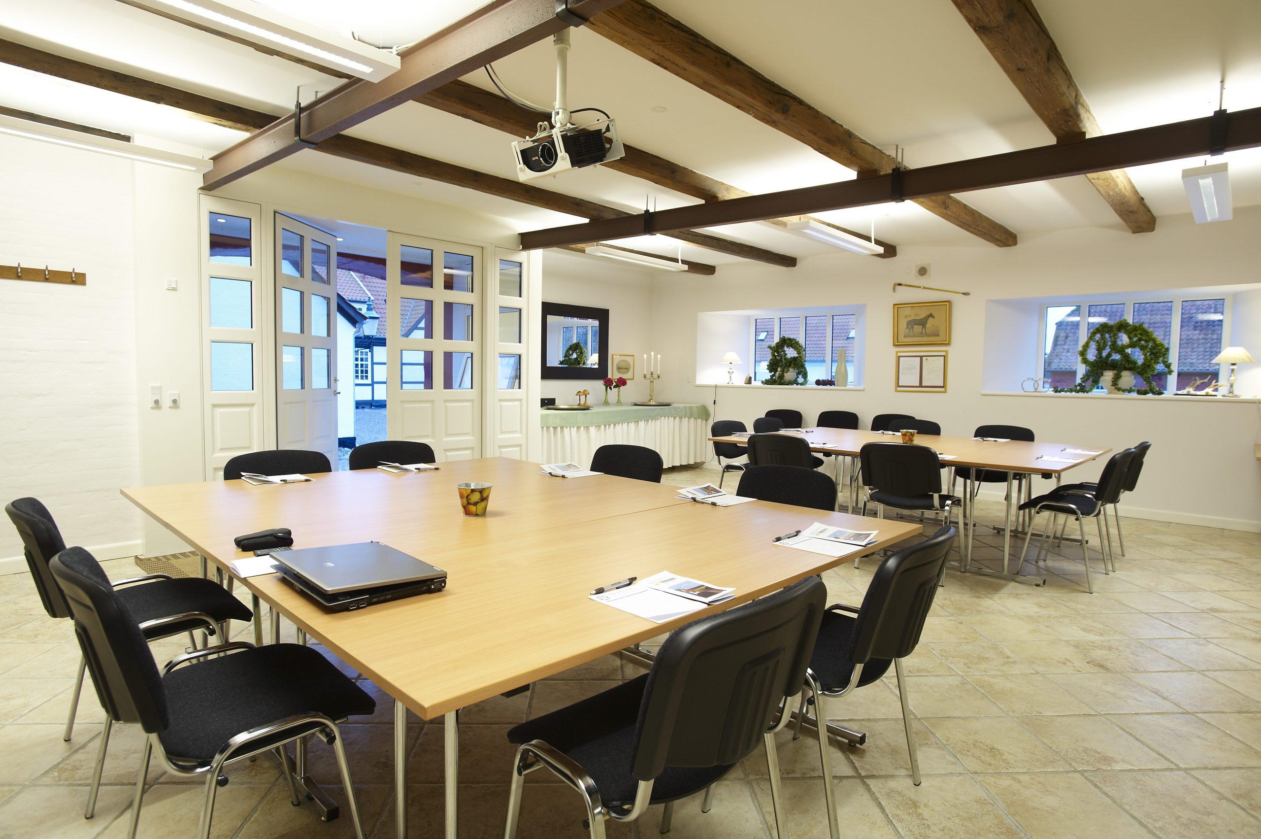 Tekniske faciliteter i konferencelokalerne